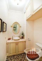 Гостевой туалет в стиле неоклассика